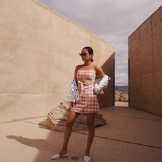Pink checked cut-out mini dress+white denim jacket+white pointed flat mules+sunglasses+gold necklaces+gold earrings. Casual Outfits 2018, Cute Outfits, Wanderlust Travel, Amangiri Resort, Aimee Song, Song Of Style, Distressed Denim Jeans, White Denim, Dress Cuts