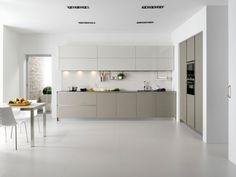 Moderne Küche aus Lack- Glas-weiß minimalistisch