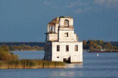 Prachtige beelden van verdronken kerken