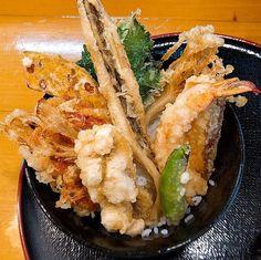 「海鮮天丼」 宝 (広島市) - 丼王への道 Japanese Bowls, Japanese Food, Tempura, Cake Recipes, Keto, Tasty, Favorite Recipes, Meals, Dishes