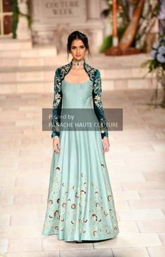 Stylish Gown, Stylish Dresses, Fashion Dresses, Kurti Designs Party Wear, Kurti Neck Designs, Indian Designer Outfits, Indian Outfits, Simple Gown Design, Traditional Gowns