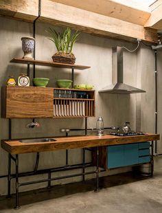 Decoração de: Cozinha integrada; cozinha industrial; Casa de Valentina