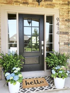 50 Stunning Spring Porch Decorating Ideas Hydrangeas & ferns for a simple and beautiful front porch Front Porch Makeover, Front Door Porch, Front Door Decor, Front Porch Plants, Front Porch Flowers, Summer Front Porches, Summer Porch Decor, Front Door Rugs, Front Door Entrance