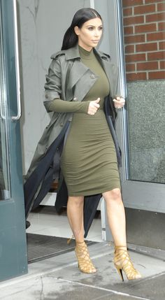 Your Ultimate Guide to Kim Kardashian's Street Style - Kim Kardashian Style Kourtney Kardashian, Looks Kim Kardashian, Estilo Kardashian, Kardashian Kollection, Kardashian Style, Kim Kardashian Clothes, Urban Outfitters Outfit, Fashion Week, Fashion Models