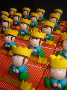Immortalisez votre cérémonie avec ce plateau de 25 boîtes à dragées petits rois - Favor boxes little kings -   Handmade in France by Pâte et Tics : www.pate-et-tics.com