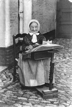 De kantwerkster Sophie Linzeele. Brugge