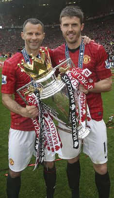 Ryan Giggs and Michael Carrick of Manchester United celebrate with the Premier League trophy after the Barclays Premier League match between Manchester United and Swansea at Old Trafford on May Get premium, high resolution news photos at Getty Images Manchester United Champions, Manchester United Legends, Official Manchester United Website, Manchester United Players, Manchester England, Man Utd Squad, Man Utd Fc, Michael Carrick, Manchester United Wallpaper