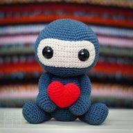 Esse ninja é ideal para presentear a pessoa amada! #Crochê #Amigurumi #CoatsCorrente