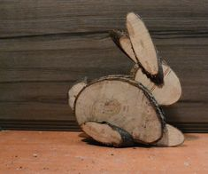 How to make a Easter bunny out of different size logs.Easy to make.All you need Logs Bandsaw or handsaw Nailgun. Hope you injoy it. bunny Easter Bunny From Logs Wood Log Crafts, Wood Slice Crafts, Diy Wood Projects, Woodworking Projects, Spring Crafts, Holiday Crafts, Diy Ostern, Wood Animal, Wood Creations