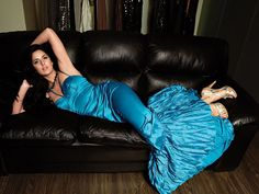 katrina_kaif_boobs_and_shape_exposing_in_blue_satin_frock.jpg (JPEG Image, 1280 × 960 pixels)