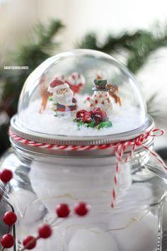 Mason Jar Crafts – How To Chalk Paint Your Mason Jars - Imporing Christmas Snow Globes, Christmas Mason Jars, Noel Christmas, Diy Christmas Gifts, Christmas Ideas, Christmas Place, Christmas Baskets, Santa Gifts, Mason Jar Lids