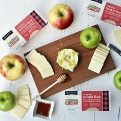 Apple cheese sandwiches are an easy after school snack that everyone will enjoy. Cabot Cracker Cuts make this no lactose recipe a snap to put together. Enjoy it today! Nutritious Snacks, Healthy Snacks, Healthy Eating, Easy Healthy Recipes, Snack Recipes, Free Recipes, Cabot Cheese, Cheddar Cheese Recipes, Apple Sandwich