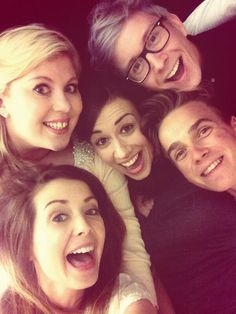 Zoella , Joe Sugg, Miranda Sings, Tyler Oakley, Sprinkle Of Glitter-my favorite people <3 look at them they are so nice together as friends