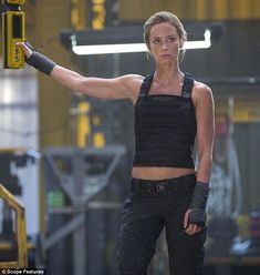 Emily Blunt - Edge Of Tomorrow. I find strong women very sexy. After Earth, Edge Of Tomorrow, Chantal, Corps Parfait, Actrices Hollywood, Girl Crushes, Woman Crush, Mannequins, Female Characters