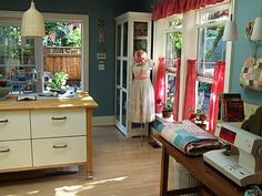 love this whole room. so bright and cheery!