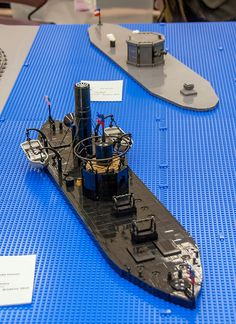 A thousand minifigs in Blue & Gray assemble for the Battle of Bricksburg [News] Lego Army, Lego Military, Lego Warship, Lego Universe, Country Trucks, Amazing Lego Creations, Naval History, Lego Brick, Lego Ideas