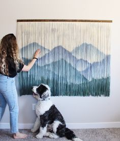 We can't stop staring. ⛰✨ is giving Bob Ross a run for his status with this dip dyed work of art. Macrame Wall Hanging Patterns, Yarn Wall Hanging, Macrame Art, Macrame Design, Macrame Patterns, Wallpaper Tumblr Lockscreen, Diy Wall Decor, Fabric Art, Textile Art
