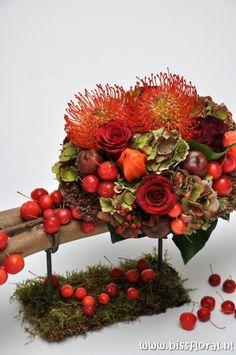 Fall Flower Arrangements, Christmas Arrangements, Deco Floral, Arte Floral, Floral Bouquets, Floral Wreath, Pumpkin Centerpieces, Flower Bag, Fall Decor