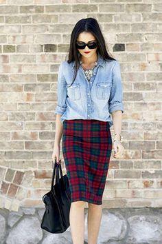 Юбка-карандаш и джинсовая рубашка Больше стильных образов на сайте womansovetnik.com