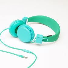 Urbanears make a range colour-centric headphones and earphones. There are three different designs of headphones, the Plattan, Tanto and Medis (in-ear) and they all come in one of 14 different solid… Wireless Headphones, Over Ear Headphones, Cool Tech Gifts, Fashion Articles, Tiffany Blue, Mint Green, Neon Green, Headset, Sephora