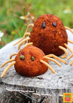 Stuffed Potato Spiders includes tons of ideas for fun and spooky potato recipes for Halloween for cooking with Kids Healthy Halloween, Halloween Dinner, Halloween Food For Party, Halloween Treats, Halloween Foods, Halloween Cookies, Halloween Stuff, Happy Halloween, Papas Rellenas Recipe