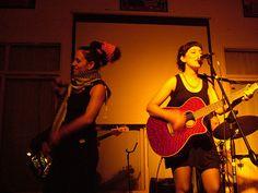 hoy, ensayo! : foto x Guadalupe 'Pudin' Santellán, en Casa Brandon, momento en donde [b] Miss Bolivia[/b]  intervino [b] Sin Voz (voiceless)[/b], así  http://www.youtube.com/watch?v=JQBcvYt7o28   [i] cerrando el show del domingo... y otras cositas que van asomando...[/i]   [u]DOMINGO 2 DE AGOSTO, 21.30hs PUNTUAL[/u]   [b]Señorita Carolina[/b] eléctrica con banda + [b]Maca[/b] ídem  en Libario, Julián Alvarez 1315 // $10 // ...
