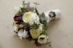 ivory and black rose sash fixed with pearl studs.  http://flowersvalentinesday.blogspot.com/2012/05/black-white-wedding-bouquet-table.html