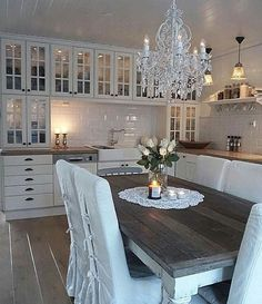 Love this simple but elegant dining space! image from the home of Cottage Living Rooms, Living Room Decor, Living Spaces, Cozinha Shabby Chic, Decor Interior Design, Interior Decorating, Estilo Cottage, White Kitchen Inspiration, Sweet Home