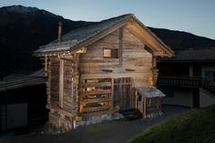 This rustic cabin in Bagnes, Switzerland, recently underwent major renovation works to transform it from a barn to a cozy home. The building dates back to Small Cottages, Cabins And Cottages, Construction Chalet, Igloo Building, Swiss Chalet, Swiss Alps, Contemporary Home Furniture, Screen House, Ice Houses