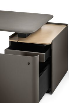 Find out more about the Trust Desk Desks by Lievore - Altherr - Park and explore Poltrona Frau's furniture collection. Office Table Design, Office Furniture Design, Office Interior Design, Office Interiors, Modern Office Desk, The Office, Diy Furniture Videos, Fancy Kitchens, Desk Shelves