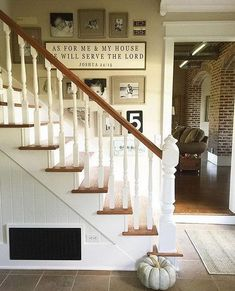 21 Chic Staircase Wall Decoration Ideas Listing More Stairway Decorating Chic Decoration Ideas listing Staircase Wall Gallery Wall Staircase, Staircase Wall Decor, Staircase Landing, Stairway Decorating, Stair Decor, Foyer Decorating, Staircase Design, Picture Wall Staircase, Stair Design