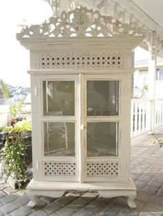 Antique Shabby Chic Hutch with Crown