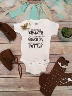 "Harry Potter baby Onesie® (or T-Shirt) Harry Potter baby Onesie® or T-Shirt, unisex style is great for a boy (or girl) with ""Study like Granger, Laugh like Weasley Live like Potter"" written across the (Diy Baby Onesies) Baby Harry Potter, Harry Potter Baby Shower, Harry Potter Baby Clothes, Harry Potter Shirts, Unisex Baby Clothes, Cute Baby Clothes, Babies Clothes, Baby Design, Harry Potter Kleidung"