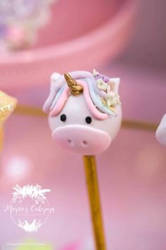 Endless cake decorating inspiration - wedding cakes, birthday cakes for boys and girls, cookies, cupcakes and more. How To Make A Unicorn Cake, Diy Unicorn Cake, Unicorn Cake Pops, Unicorn Party, Candy Pop, Candy Party, Party Fun, Cupcakes, Cupcake Cakes