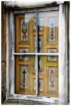 The Château de Vaux-le-Vicomte Luís Xiv, Vaux Le Vicomte, French Castles, Porches, France Photos, Old Windows, French Chateau, French Interior, Painted Doors