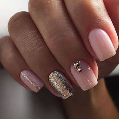 False nails have the advantage of offering a manicure worthy of the most advanced backstage and to hold longer than a simple nail polish. The problem is how to remove them without damaging your nails. Gold Nail Designs, Cute Nail Art Designs, Short Nail Designs, Nail Polish Designs, Acrylic Nail Designs, Nails Design, Awesome Designs, Acrylic Nails, Pink Und Gold