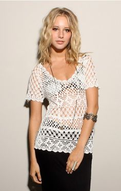 Beauty & The Beach. Crochet Top. http://outstandingcrochet.blogspot.com/search/label/Beauty%20and%20The%20Beach