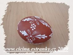 Eastern Eggs, Egg Shell Art, Easter Egg Designs, Egg Art, Egg Decorating, Egg Shells, Diy And Crafts, Christmas Bulbs, Hand Painted