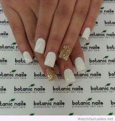 Botanic nails blue, flowers and diamonds