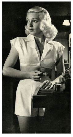 """Photo of Lana Turner in """"The Postman Always Rings Twice"""" : Fashion/ Hairstyle Inspiration. Lana Turner in """"The Postman Always Rings Twice"""" Old Hollywood Stars, Hollywood Icons, Old Hollywood Glamour, Hollywood Fashion, Golden Age Of Hollywood, Vintage Hollywood, Hollywood Actresses, Classic Hollywood, Actors & Actresses"""