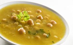 Immune-Boosting Chickpea and Roasted Garlic Soup.I LOVE roasted garlic! Detox Recipes, Soup Recipes, Healthy Recipes, Pepper Recipes, Garlic Soup, Roasted Garlic, Think Food, Love Food, Entree Vegan