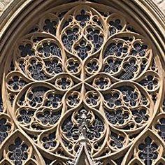 Maswerk - kamienne/ceglane wzory wypełniające górną część okna, rozetę, przeźrocze