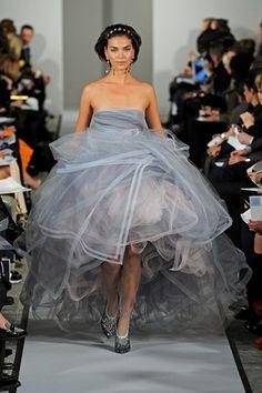 Oscar de la Renta - Modern Elegance