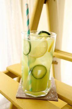 Limonada ligera de Pepino, Jengibre y Menta - Promueve un vientre plano: http://www.unavidalucida.com.ar/2013/01/limonada-ligera-de-pepino-jengibre-y.html