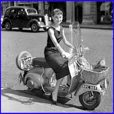 Audrey Hepburn on scooter. I kept thinking during my scooter license test, if little Audrey Hepburn could ride a Vespa, I can certainly ride an automatic scooter! Scooter Girl, Moto Scooter, Vespa Girl, Vespa Scooters, Vintage Vespa, Vintage Italy, Funny Vintage, Vintage Bikes, Breakfast At Tiffanys