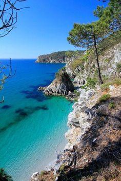 Breton coast along the GR 34 - landscape Photo Bretagne, Places To Travel, Places To Visit, Magic Places, Ville France, Corsica, France Travel, Amazing Nature, Beautiful Beaches