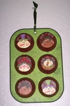 holiday muffin pan decoration