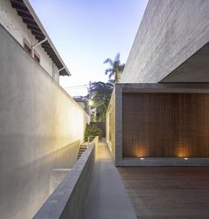 Casa P / Studio MK27 - Marcio Kogan + Lair Reis #facade #lighting
