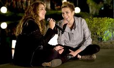 As duas amigas em um lindo clipe... =)