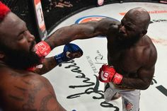 """TweetROYCE GRACIE, KIMBO SLICE EMERGE VICTORIOUS IN DOUBLE MAIN EVENT AT 'BELLATOR 149' Complete Set of Photos Here HOUSTON, TEXAS (February 19) – It's a pairing that is synonymous with the sport of mixed martial arts — Ken Shamrock versusRoyce Gracie — and on Friday night at Toyota Center in Houston, Texas during""""Bellator 149: Shamrock …"""